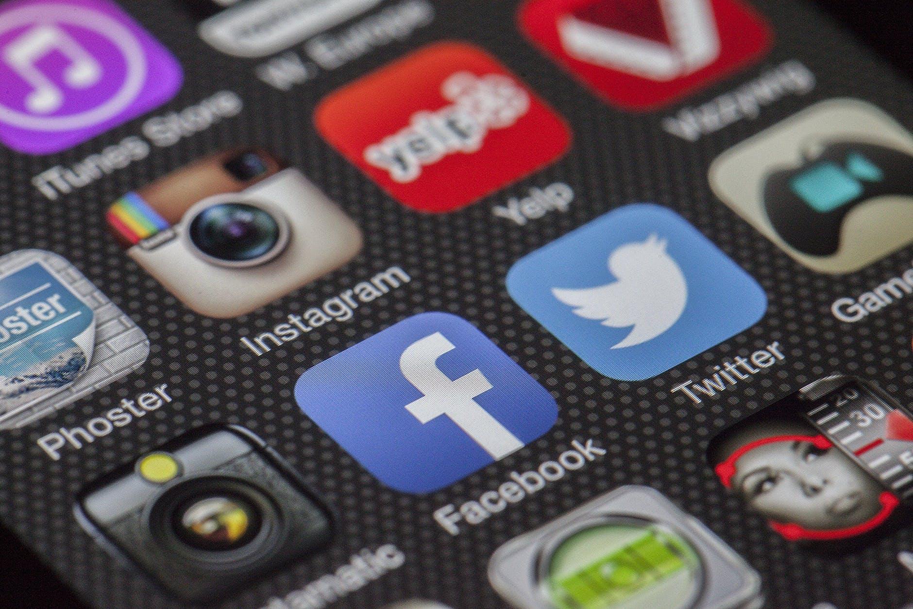 Reguli de promovare pe social media pentru modelele de videochat