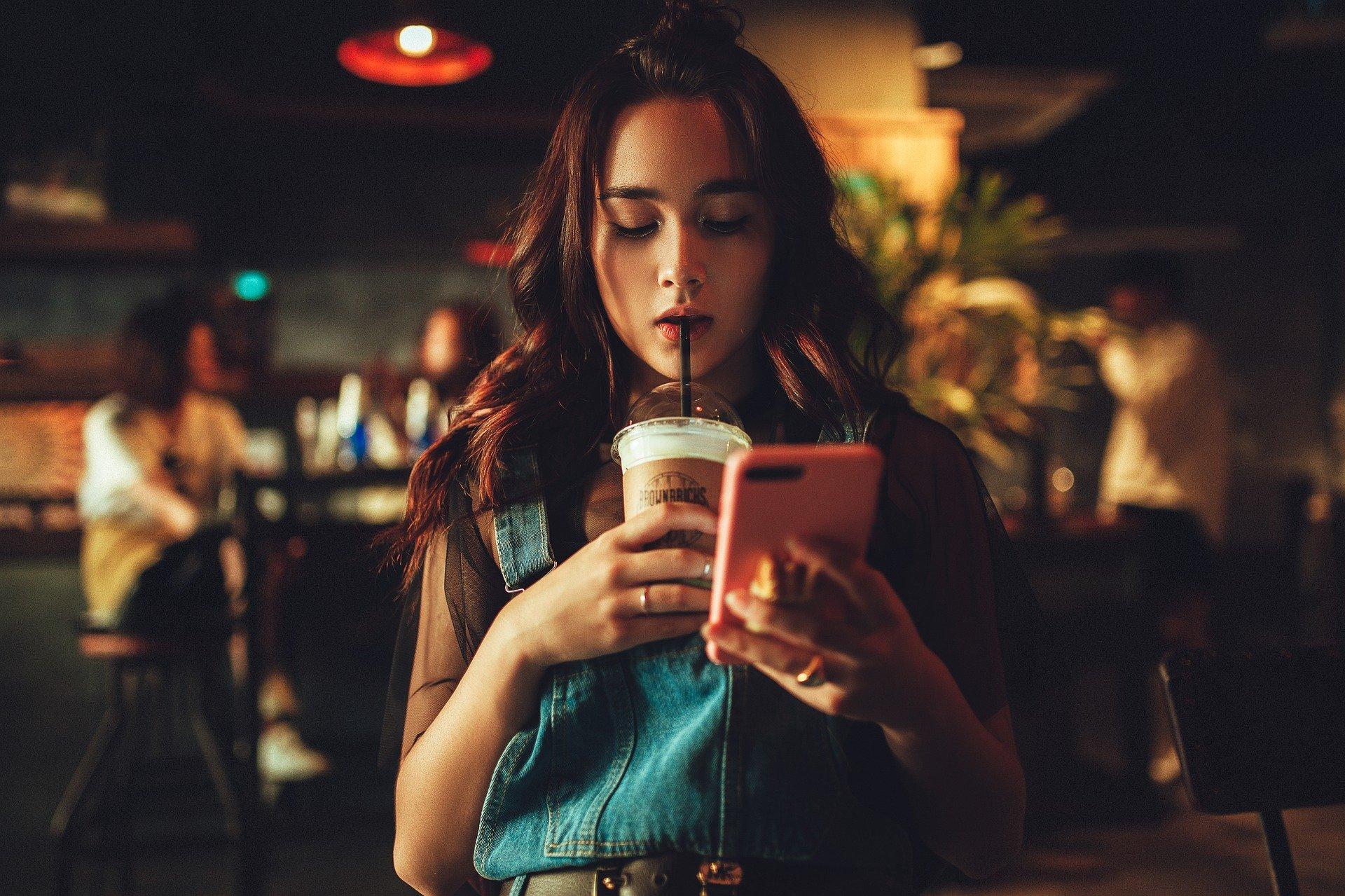 Cateva sfaturi pentru a-ti perfectiona abilitatile de sexting – Partea 1